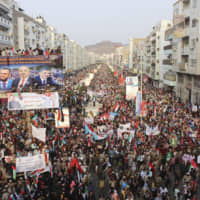Thousands of Yemenis rally in Aden in support of UAE