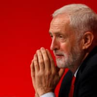 Jeremy Corbyn wins Labour backing for his wait-and-see Brexit tack