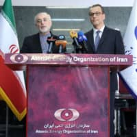 The head of the Atomic Energy Organization of Iran Ali Akbar Salehi (left) and Acting Director-General of the International Atomic Energy Agency (IAEA) Cornel Feruta hold a joint press conference in Tehran Sunday. The IAEA official's visit comes a day after Iran announced its latest step in reducing its commitments to a 2015 nuclear deal. | HO / ATOMIC ENERGY ORGANIZATION OF IRAN / VIA AFP-JIJI