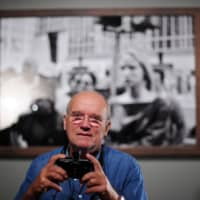 German fashion photographer Peter Lindbergh takes a picture during a 2010 press conference about his exhibiton 'On Street — Photographs and Film' in Berlin. | AFP-JIJI