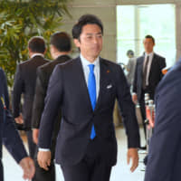 Shinjiro Koizumi, who was named environment minister in Wednesday's Cabinet reshuffle, walks into the Prime Minister's Office in Tokyo the same day. | SATOKO KAWASAKI