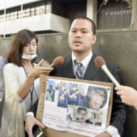 Le Anh Hao, the father of Le Thi Nhat Linh, who was murdered in 2017 at the age of 9, speaks in front of the Tokyo High Court on Thursday. | KYODO
