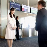 Princess Kako greets an official before leaving Haneda Airport on Sunday for an 11-day visit to Austria and Hungary. | KYODO