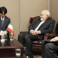 Foreign Minister Toshimitsu Motegi holds talks with his Iranian counterpart, Mohammad Javad Zarif, in New York on Monday. | KYODO