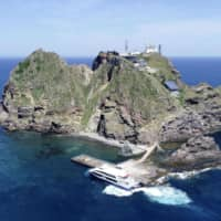 The United States recognized the South Korean-controlled Takeshima Islands in the Sea of Japan as Japanese territory as of 1950, a research report released by the Japanese government showed Tuesday. | YONHAP / VIA KYODO