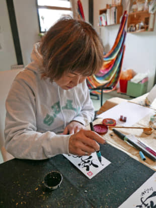 Miwa Endo applies the finishing touches to a calligraphic work. | STEPHEN MANSFIELD