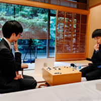 Toramaru Shibano (right), a 19-year-old from Kanagawa Prefecture, challenges 39-year-old defending go champion Cho U in the prestigious annual Meijinsen series in August. | DAN SZPARA