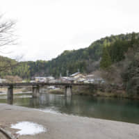 Riverside for a reason: The Itadori River is a tributary of the Nagara River. A large quantity of clean water is essential for washi production. | MASASHI KUMA