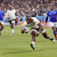 Makazole Mapimpi scores South Africa's seventh try against Namibia in a Rugby World Cup Pool B match on Saturday in Toyota, Aichi Prefecture. | REUTERS