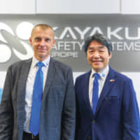 Radim Spisar, Senior Manager of the Administration Division and Shinji Ichikawa, President of Kayaku Safety Systems Europe a.s. (KSE) | © SMS