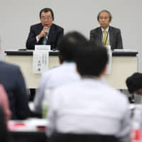 Yasushi Kimura (left), chairman of Nissan Motor Co., speaks beside Masakazu Toyoda, chairman of the nomination committee for Nissan, during a news conference at the company's headquarters in Yokohama on Tuesday. | BLOOMBERG