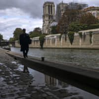 Tons of fused scaffolding still a threat to Notre Dame's roof