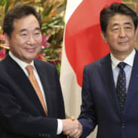 Breakthrough elusive as Abe meets South Korean prime minister amid strained bilateral ties