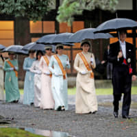 Crown Prince Akishino (right), Crown Princess Kiko (second from right), Princess Mako (third from right) and Princess Kako (fourth from right) arrive at the ceremony venue along with other members of the imperial family. | REUTERS