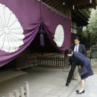 Visits to Tokyo's war-linked Yasukuni Shrine by ministers may resume after more than two years