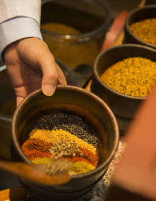 Seven lucky flavors: Mixing spices at Yagenbori's main store. Note that some countries ban the import of poppy seeds and hemp seeds. You may wish to ask for a customized blend excluding these ingredients. | ARISA KASAI