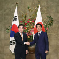 Prime Minister Shinzo Abe meets with South Korean Prime Minister Lee Nak-yon in Tokyo on Thursday. Lee's attendance of Emperor Naruhito's enthronement ceremony appears to signal Seoul's readiness to improve bilateral ties. | KYODO