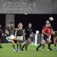 South Africa's Handre Pollard scores a drop goal against New Zealand on Sept. 21 in a Rugby World Cup Pool B match in Yokohama. | REUTERS