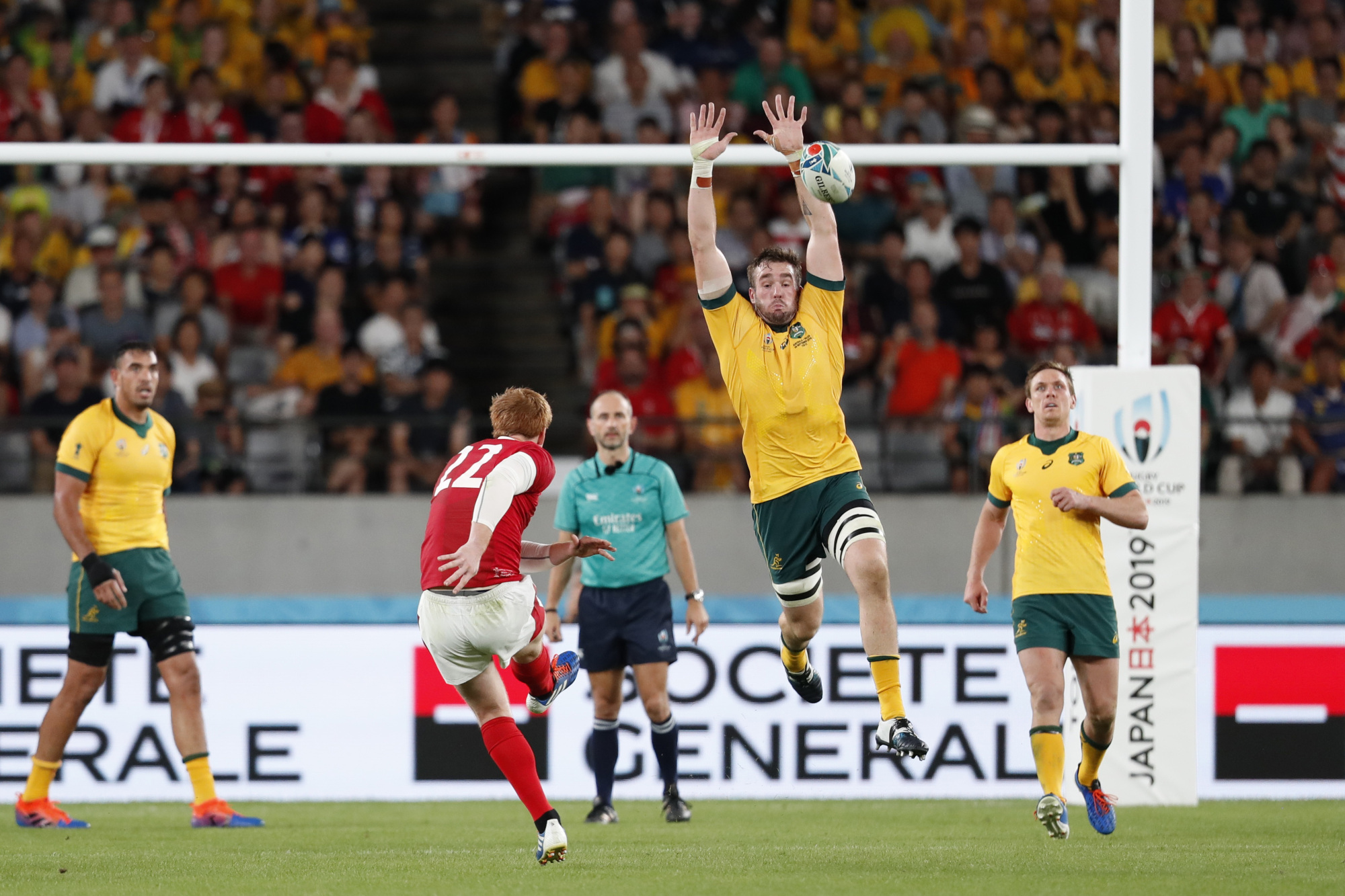 Wales' Rhys Patchell scores a drop goal against Australia on Sept. 29 in a Rugby World Cup Pool D match at Toyota Stadium. | REUTERS