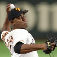 Mercedes drives Giants past Tigers, to 3-0 lead