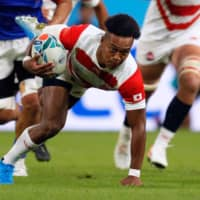 Japan's Kotaro Matsushima runs with the ball against Samoa in a Rugby World Cup Pool A match at the City of Toyota Stadium on Saturday. | AFP-JIJI