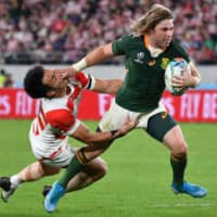 South Africa's scrumhalf Faf de Klerk scores a try against  Japan in their Rugby World Cup quarterfinal on Sunday night at Tokyo Stadium. | AFP-JIJI