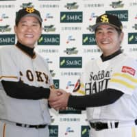 Yomiuri Giants manager Tatsunori Hara (left) and Fukuoka SoftBank Hawks skipper Kimiyasu Kudo have guided their teams to the Japan Series. Game 1 is on Saturday night at Yafuoku Dome in Fukuoka. | KYODO
