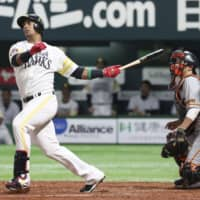 The Hawks' Yurisbel Gracial smacks a two-run home run in the second inning against the Giants in Game 1 of the Japan Series on Saturday night at Yafuoku Dome.   KYODO