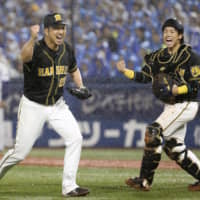 Tigers slip past BayStars into final stage of Climax Series
