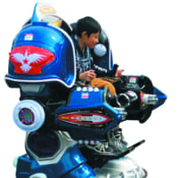 Children can ride on the Battle King robot at the Ariake Exhibition area.   JAPAN AUTO MANUFACTURERS ASSOCIATION
