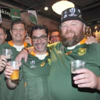 South African rugby fans enjoy beer at a bar in Yokohama in October. | KYODO