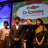 Satoshi Amanuma (center left), president and CEO of clothing rental company airCloset Inc., and Shoji Kodama (center right), CEO of high-end handbag rental company Laxus Technologies Inc., pose for photos at Share Summit 2019 in Minato Ward, Tokyo, on Monday. | MASUMI KOIZUMI
