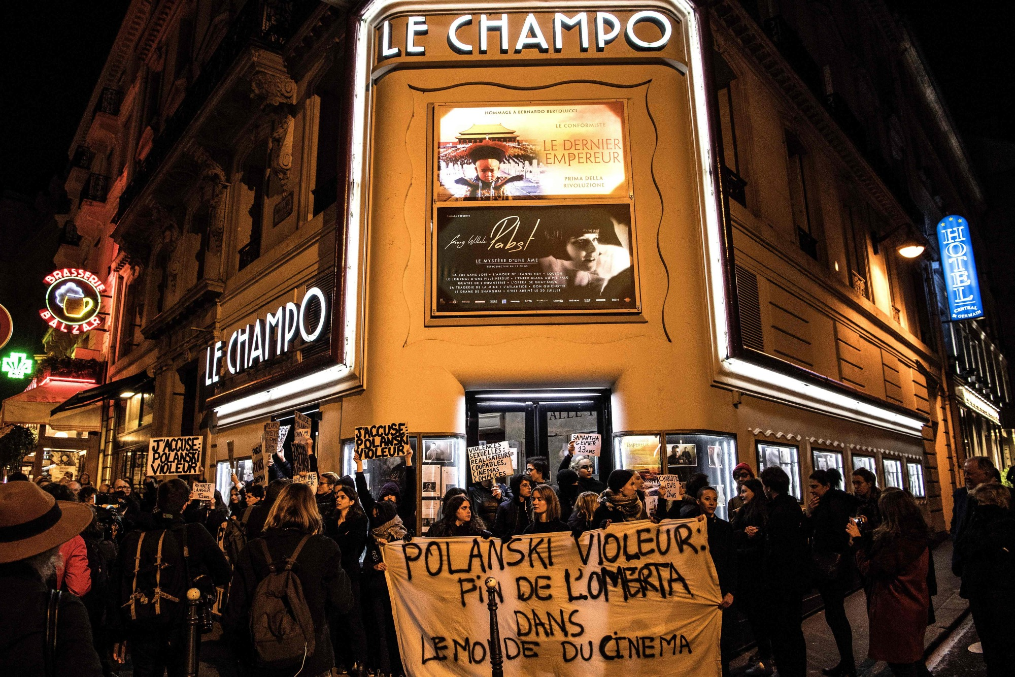 Demonstrators hold banners reading 'Polanski rapist, end of the omerta in the world of cinema' during a protest against French-Polish film director Roman Polanski outside the Champo cinema hall in Paris on Tuesday. Interviews to promote Polanski's new film 'An Officer and a Spy' have been either canceled or pulled after a new rape allegation against the controversial director on Nov. 8. | AFP-JIJI