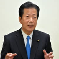 Abe dinner with Komeito leader stokes speculation about snap election