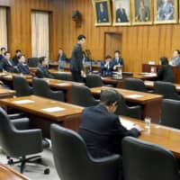 Opposition lawmakers staged a boycott of Friday's session of the Lower House Cabinet Committee. The move was meant to protest Prime Minister Shinzo Abe's handling of a scandal over an annual cherry blossom-viewing party. | KYODO