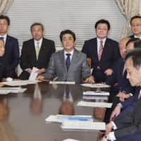 Liberal Democratic Party executives hold a meeting in the Diet on Monday. | KYODO