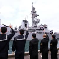 The Maritime Self-Defense Force destroyer Murasame leaves its home port of Yokosuka, Kanagawa prefecture, in 2008.   BLOOMBERG NEWS