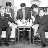 Prime Minister Yasuhiro Nakasone and Hu Yaobang, general secretary of the Chinese Communist Party, hold talks at the Great Hall of the People in Beijing in November 1986. | KYODO