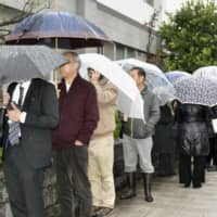 People form a long line for public gallery seats in a murder case trial hearing at the Odawara branch of Yokohama District Court in Kanagawa Prefecture on Thursday. | KYODO