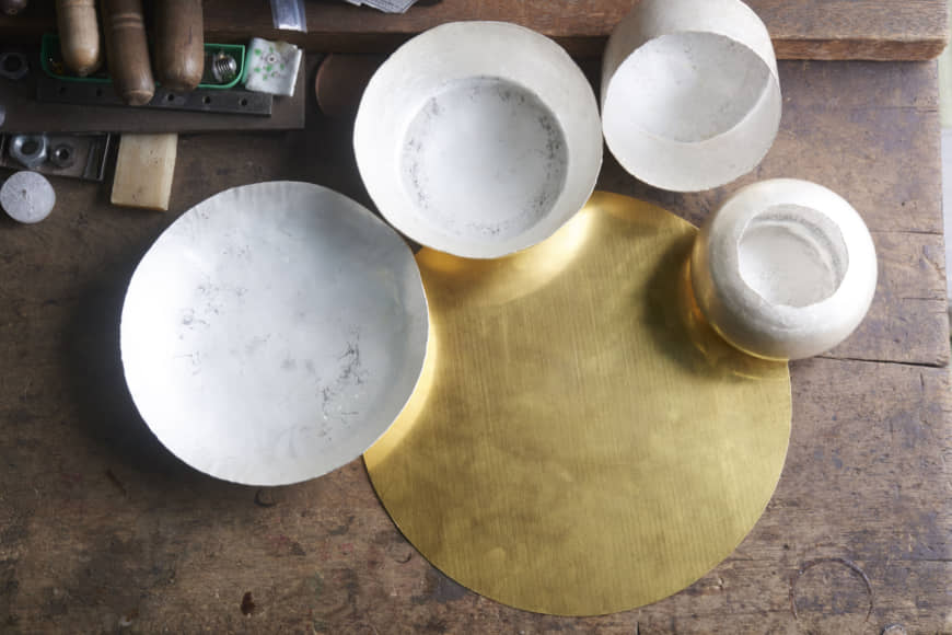 Wafer-thin: A pure gold sheet is cut in a circle. Ishiguro repeatedly heats and hammers it, first into a bowl shape, then a cylinder, and finally a kettle. | SHUNSUKE WATABE