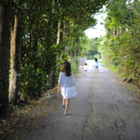 Twenty-five percent of Okinawan households with school-age children live in poverty according to a survey carried out by the Okinawa Prefectural Government in fiscal year 2018. | GETTY IMAGES