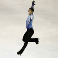 Yuzuru Hanyu takes dominant lead in NHK Trophy short program