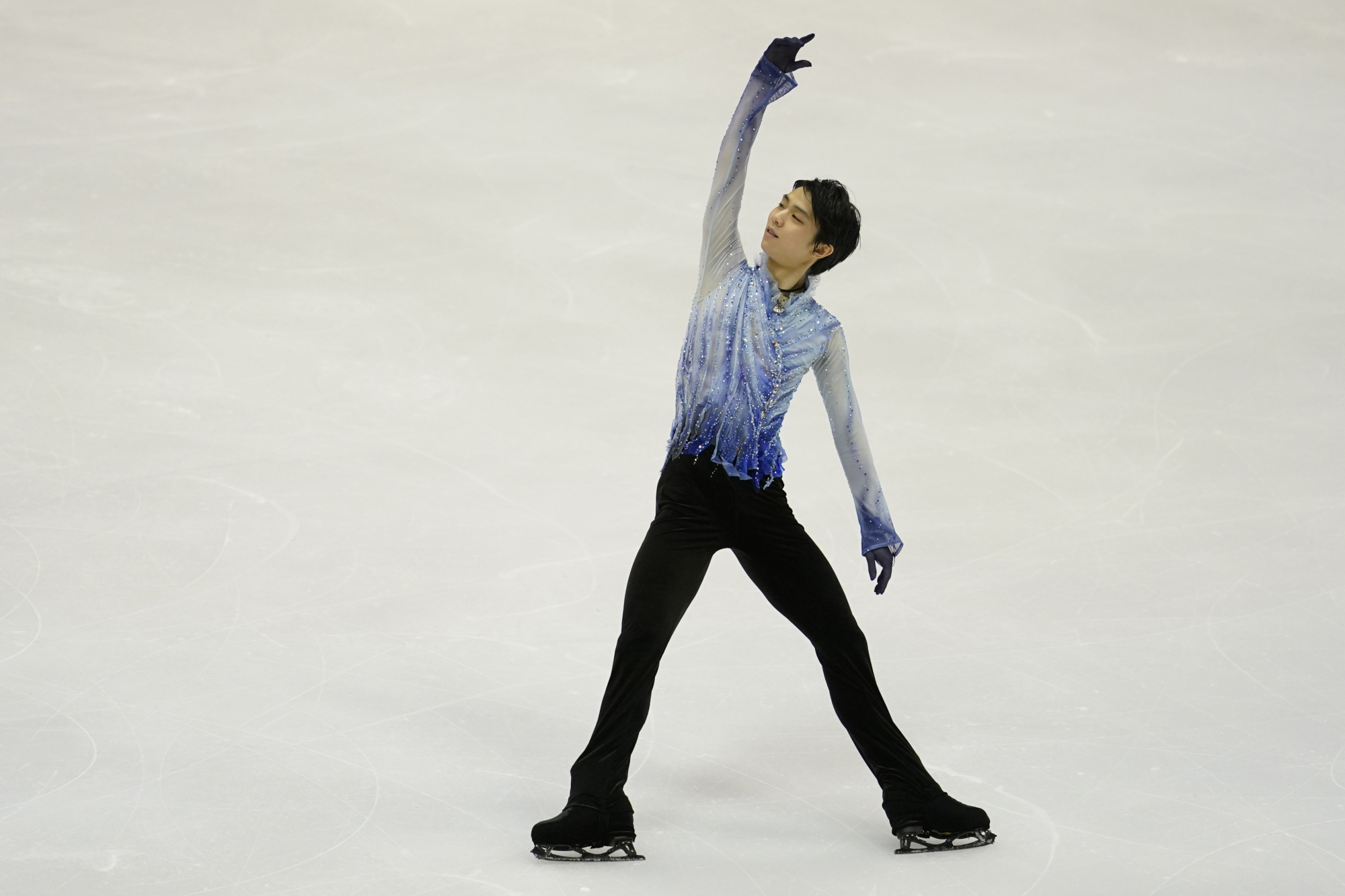 Yuzuru Hanyu, who won the NHK Trophy last week, displayed his communications skills in dealing with the media in Sapporo. | AP