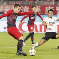 Antlers strengthen hold on first place by beating Reds