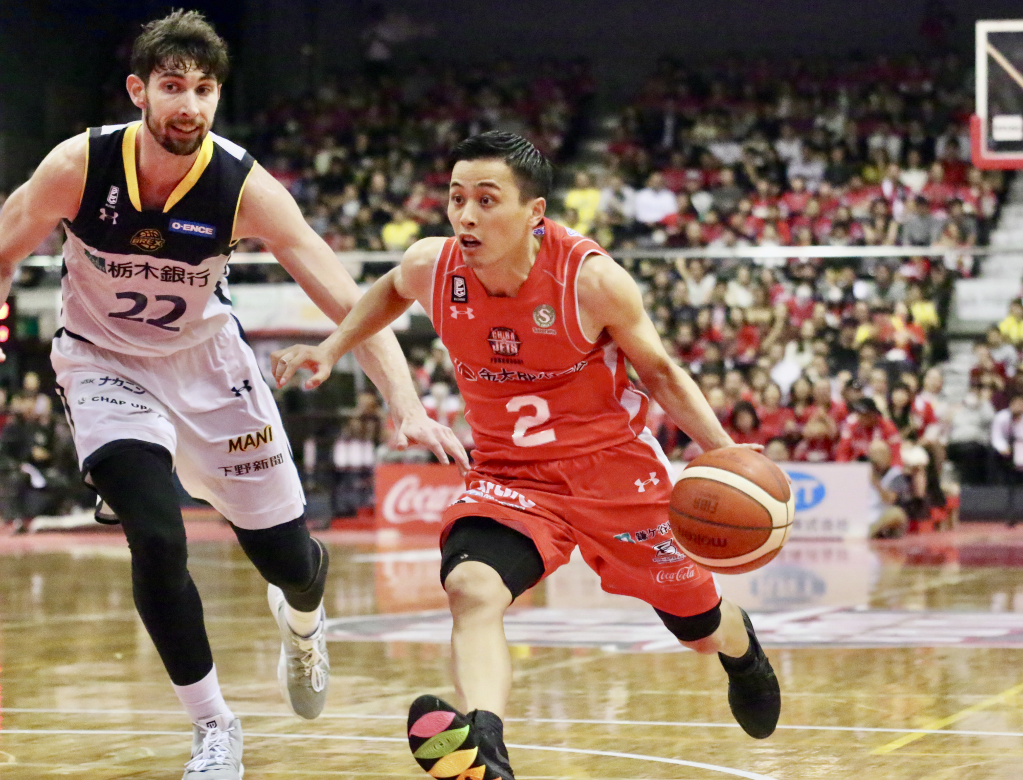 Chiba star guard Yuki Togashi dribbles past Utsunomiya Brex forward Ryan Rossiter during an October game at Funabashi Arena. The Jets had the highest home attendance for a third consecutive season in 2018-19. | KAZ NAGATSUKA