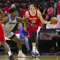 Memphis Hustle swingman Yuta Watanabe dribbles the ball in the first quarter as Jaylen Hoard of the Texas Legends defends him in the teams' NBA G League opener in Southaven, Mississippi. | KYODO
