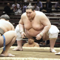 Former ozeki Terunofuji, who missed four straight tournaments  due to injuries starting in July 2018, has clinched promotion back to sumo's salaries ranks. | KYODO