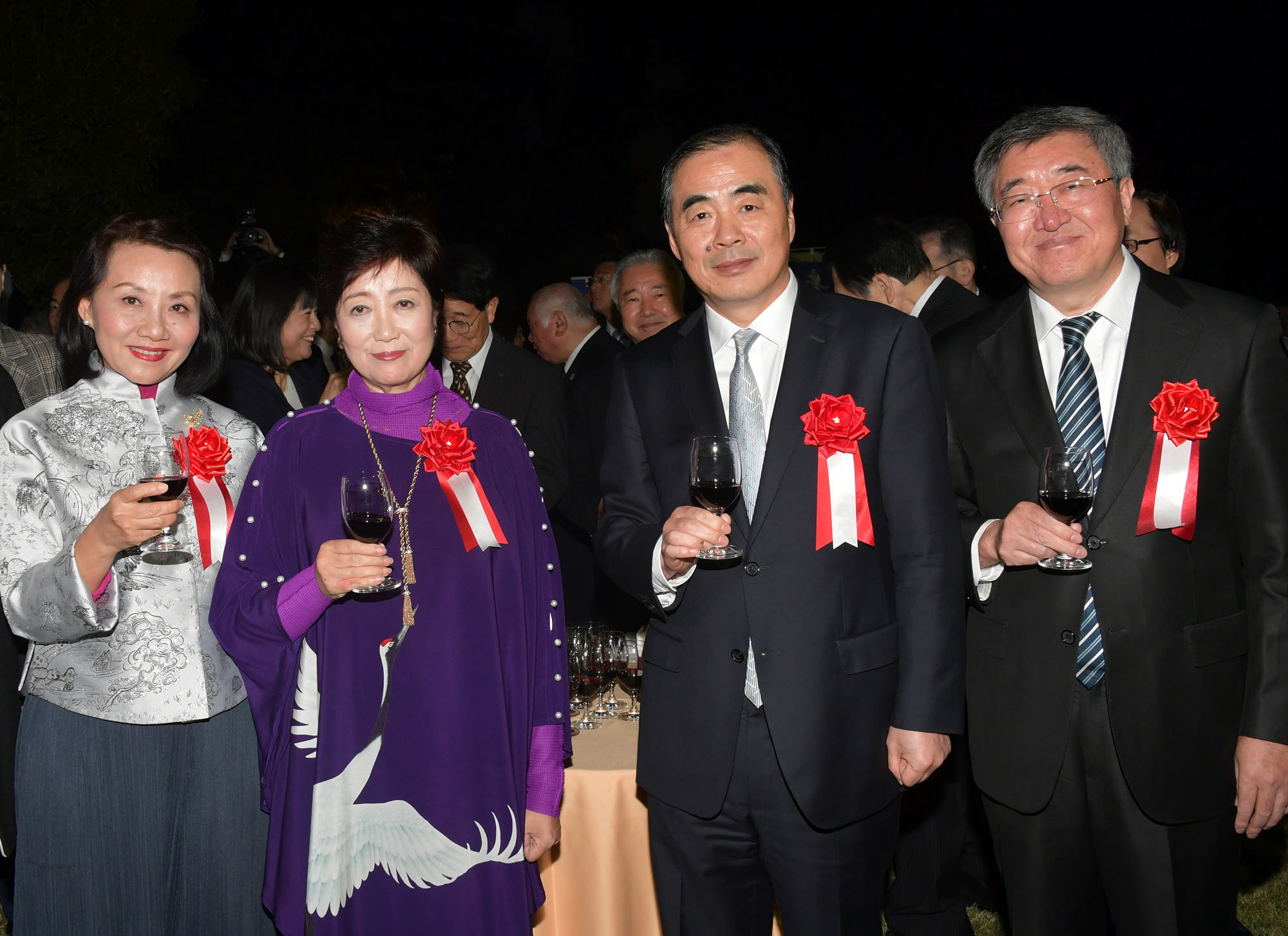 Chinese Ambassador Kong Xuanyou (second from right) and his wife Wang Xiujun (left) with Tokyo Governor Yuriko Koike (second from left) and Deputy Mayor of Beijing Sui Zhenjiang (right) during the reception Kinshu Kouryuu no Yuube, an annual dinner celebrating the relations between Tokyo and Beijing at the Chinese Embassy on Nov. 6. | YOSHIAKI MIURA