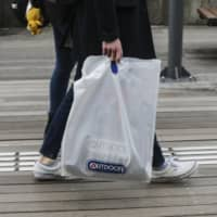 Starting in July next year, retailers should charge ¥1 or more for a plastic shopping bag to help reduce plastic waste, according to the government. | BLOOMBERG