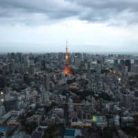 The government plans to ease its rules on who can receive subsidies when moving to places outside the Tokyo area for work. The measure is aimed at easing the high concentration of people in Tokyo. | BLOOMBERG